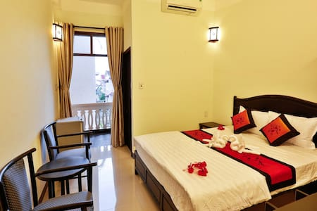 One double bed room with Cable TV, internet, Making up table, hair dryer, en-suite bathroom...