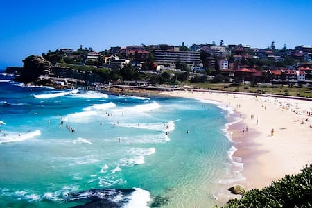 Private room & entrance 10 min to Bronte beach - Bronte - Haus