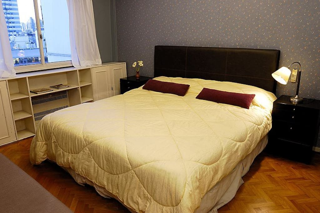 Master bedroom, King-size bed