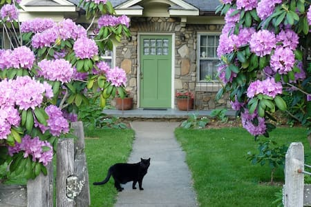 Stone Cottage Garden Homestay ONE - Candler - House