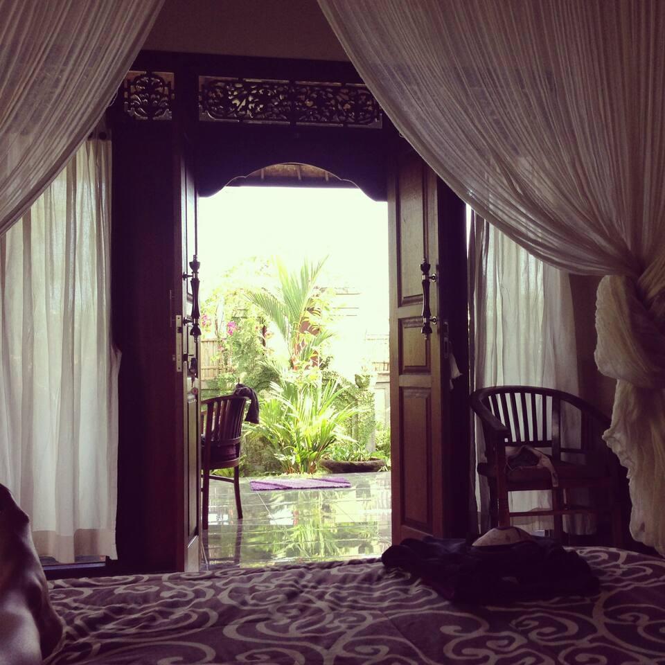 Charming, Lush Villa in Penastanan!