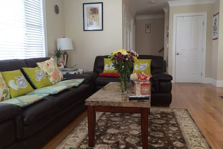 Cozy Private Room @ Friendly home - Belmont - House