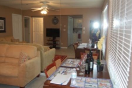 Condo with Avail Boat and PWC Slips - Pet Friendly - Lake Ozark - Wohnung