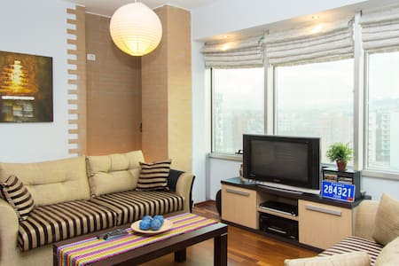 Centric modrn apt (parkng possible) - Tirana - Appartamento