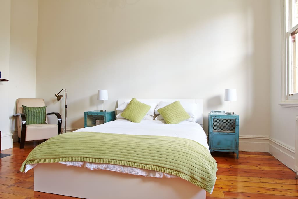 Guest bedroom (with electric blanket to keep you cosy in winter!)