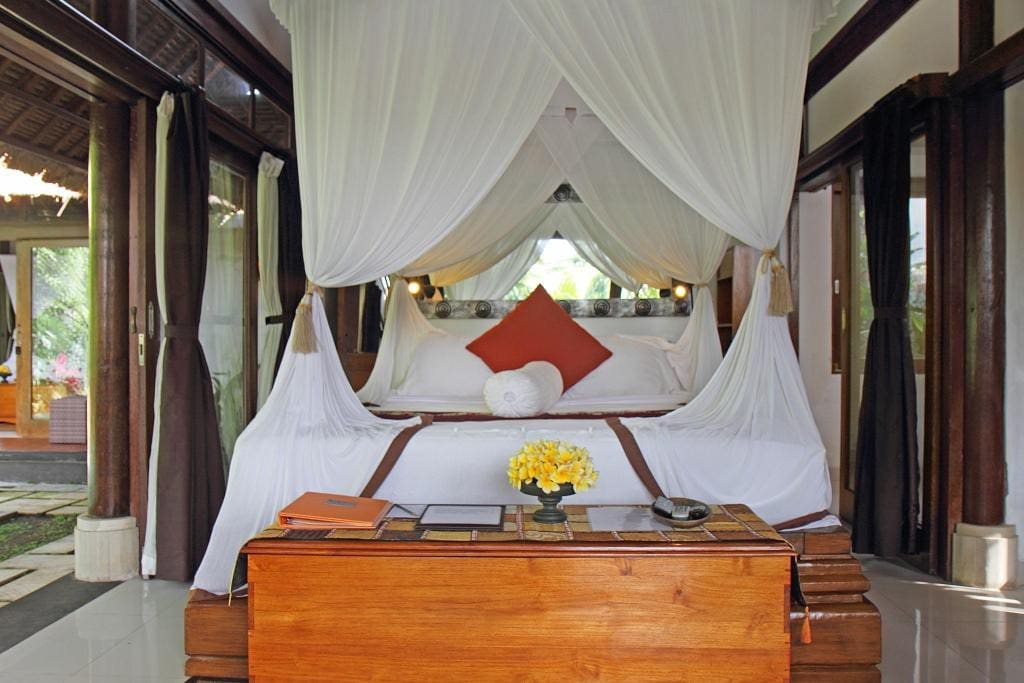 Villa Ananda Sri has a king size bed