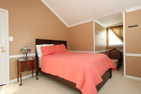 Cottage Room in Fairfax, Close D.C. - Merrifield - House