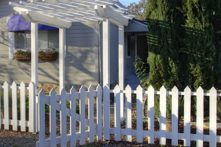 Sonoma Wine Country Cottage (1331N)