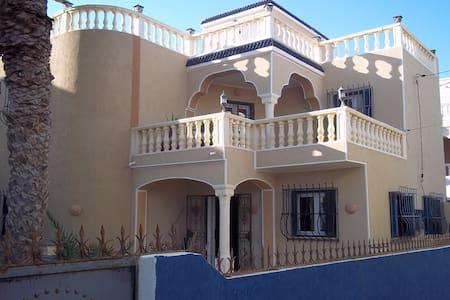 villa  très confortable, 50 m de la plage - Zarzis - Villa