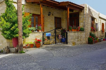 Marios Traditional Two Bedroom House - Casa