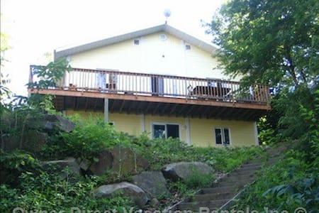 Lakefront Cottage Larentians  - Huis