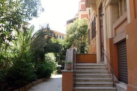 STILISH HOUSE BUILT IN THE THIRTIES - Rome - Apartment