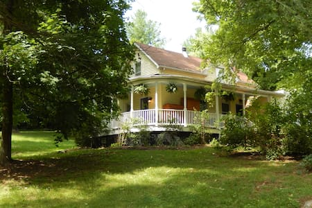 Charming Millwood Cottage - House