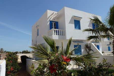 Villa à Djerba  A 300 M DE LA PLAGE - Aghir