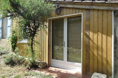 Studio rénové dans corps de ferme avec lac - Daire