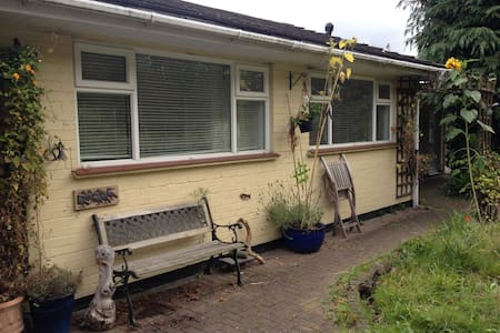Quiet secluded self contained flat - Bed & Breakfast