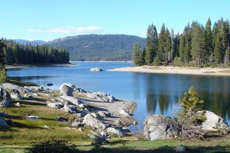 Cozy Mtn. Cabin, Shaver Lake, CA. - Chatka