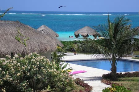 Beach Front Paradise! Casita Blanca