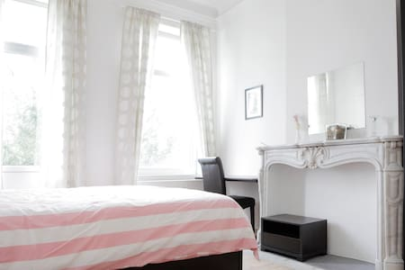 Cosy room in center EU area (Place Jourdan) - Apartment