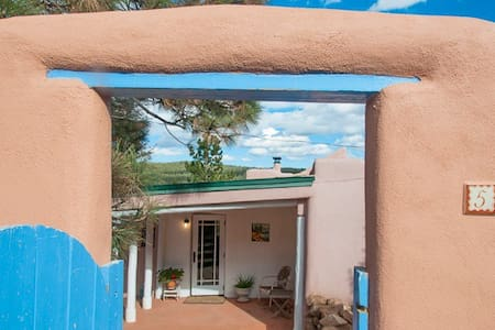 RAVEN TREE RANCH CLOSE TO SANTA FE - Glorieta - House