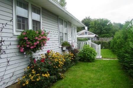 Lovely Cottage East Hampton Village - Hus