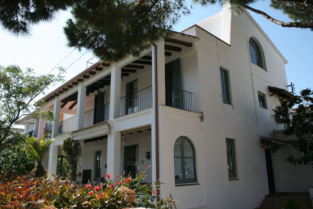 Villa Agua de Sal, 5 minutes to the beach and to shops and restaurants.