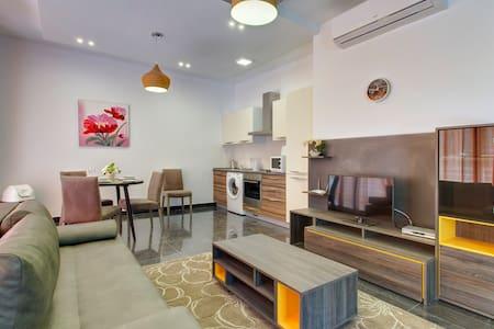 Luxury Apt Prime Location, Sliema - Tas-Sliema - Byt