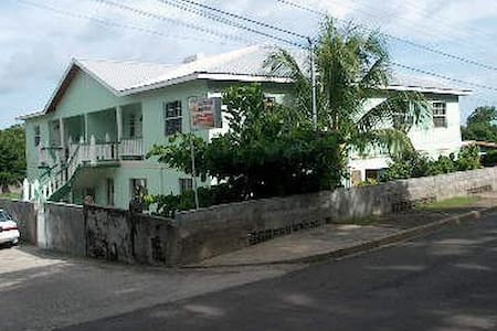 Casa Villa - Kingstown - Bed & Breakfast