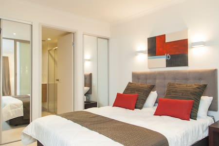Superb South Bank Apartment - South Brisbane