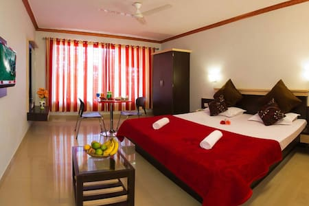 Stay in a strawberry farm Executive style - Satara - Wohnung