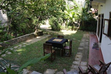 Typical Sri Lankan home -  Hikkaduw - Bed & Breakfast