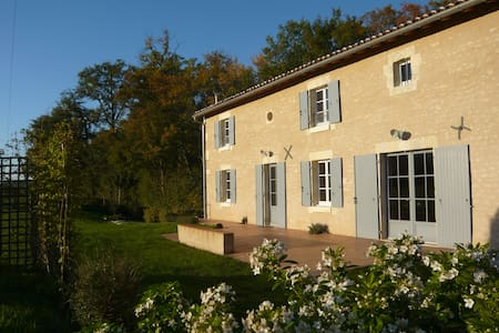 Nice barn close to Cognac - Cherves-Richemont - Hus