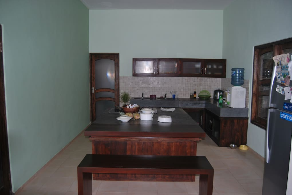 fuly equiped kitchen with dining area on the isle...