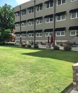 Historic, Downtown Jackson, TN - Apartment