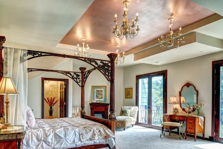 The Empress Estate -Honeymoon Suite - Woodland - Pousada