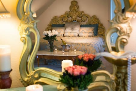 The Empress Estate-Versailles Suite - Woodland - Bed & Breakfast