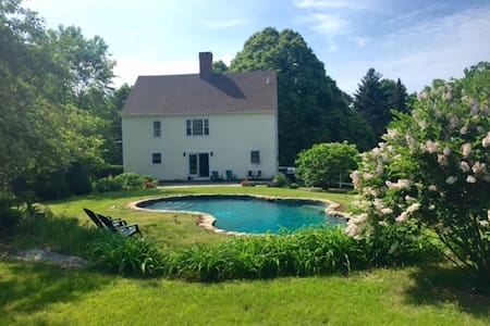 Charming Litchfield Country House Get-Away - Litchfield
