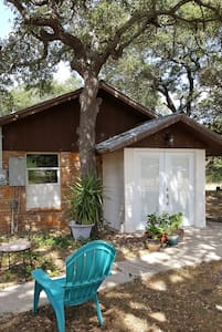 Cozy Hill Country Cottage near Austin! - Georgetown - Stuga