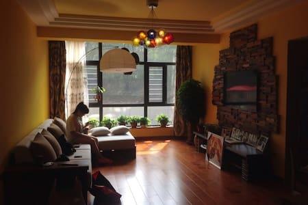 地铁线大学城附近,背包客之家,房东热情欢迎年轻的朋友 - 哈尔滨 - Outro