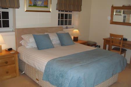 Master Bedroom with En-Suite  - Casa