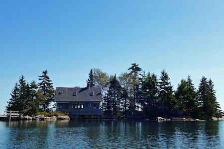 Unique Penobscot Bay Island Cottage - Casa