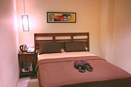 Kuta Sari ( Cozy budget in Kuta 1 ) - Kuta - Bed & Breakfast