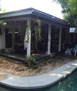 Room with a Pool - Key West - Haus