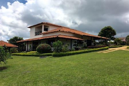 Hermosa Casa Campestre - Bucaramanga
