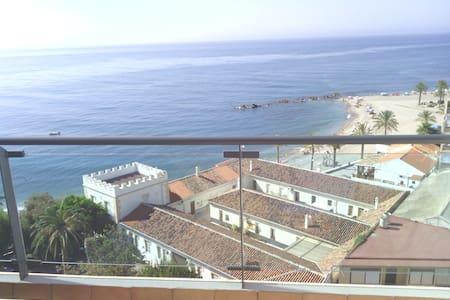 1ª LINEA DE PLAYA, ATICO - Gualchos - Apartment