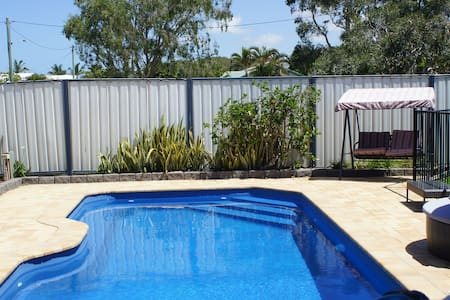 Private granny flat with pool, 400 m to beach - Marcoola