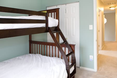 Cozy Room w/ 2 BDs - Up to 3 People - Townhouse