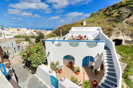 Santorini Traditional Cave House - Huis