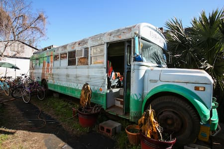 Bywater- Hippie Bus! GLAMPING! - New Orleans - Wohnwagen/Wohnmobil