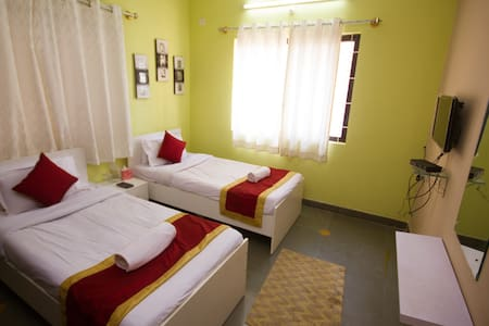 Cosy non AC 3 Bhk - Apartment